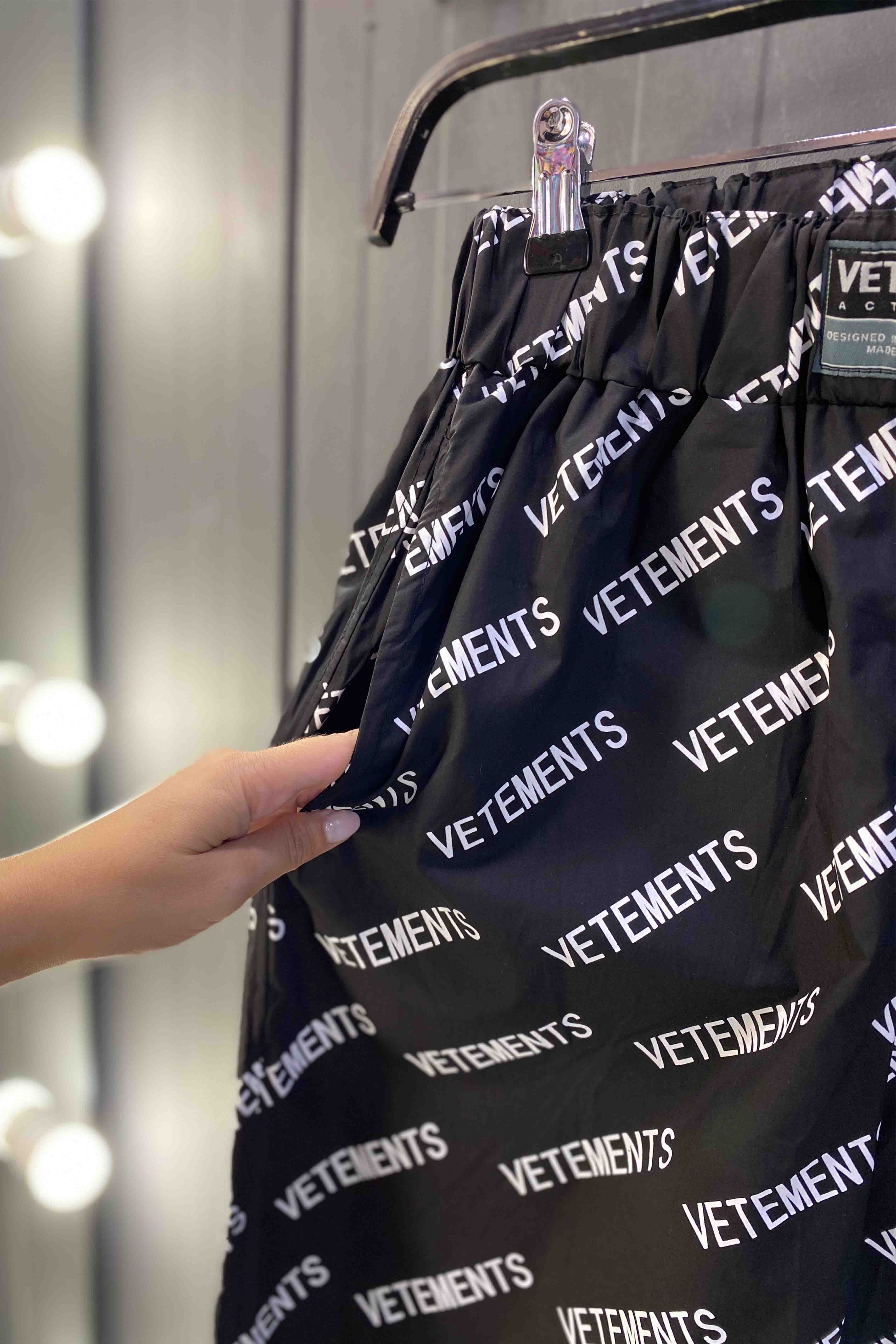 Фото 3 Штаны Vetements 8140